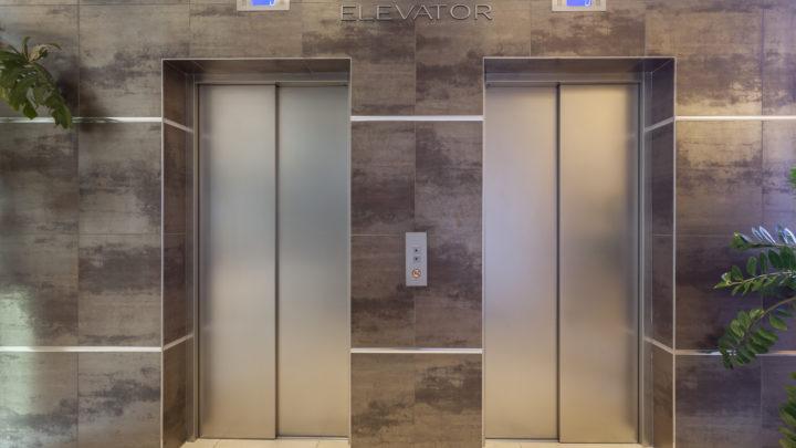 Comprendre la mise aux normes de l'ascenseur